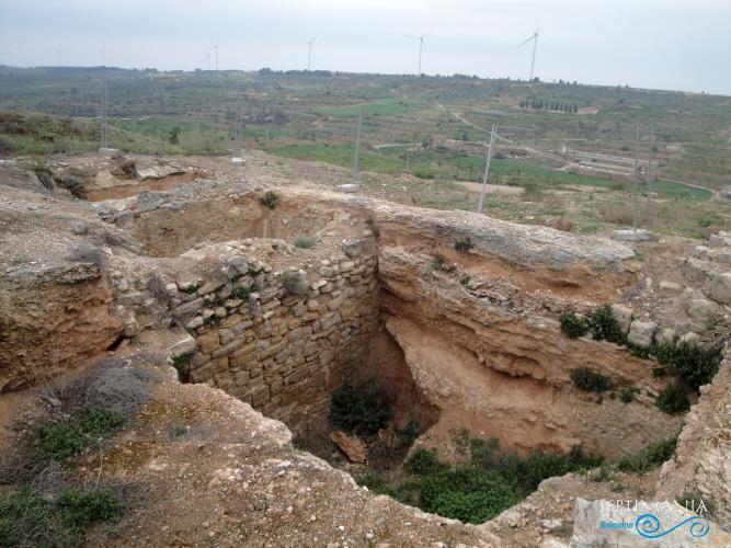 22.04.2019 Antigues sitges i cisternes del castell.  La Granadella. -  Jordi Bibià