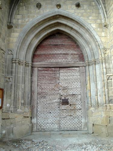 03.09.2019 Antiga i original porta d'accés al temple.  -  Jordi Bibià