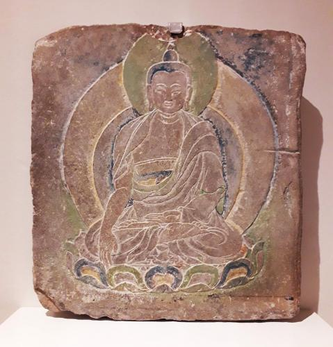 09.09.2019 Estela votiva amb el Buda històric. Tibet s. XX.  Al Museu de les Cultures del Món. -  Jordi Bibià