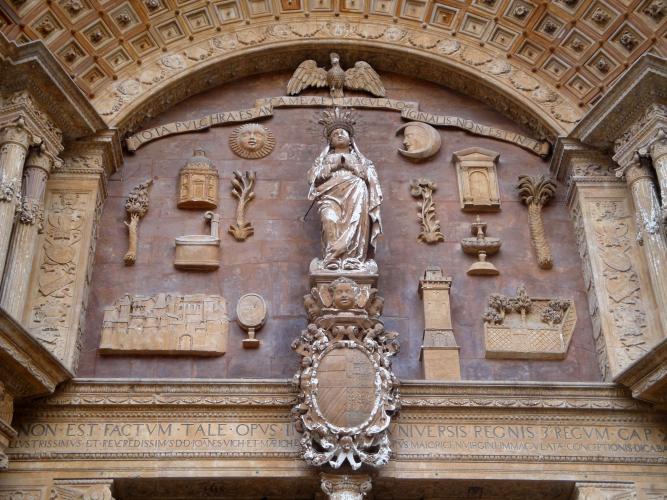 29.01.2020 Dintell a l'entrada de la façana lateral.  Palma -  Jordi Bibià