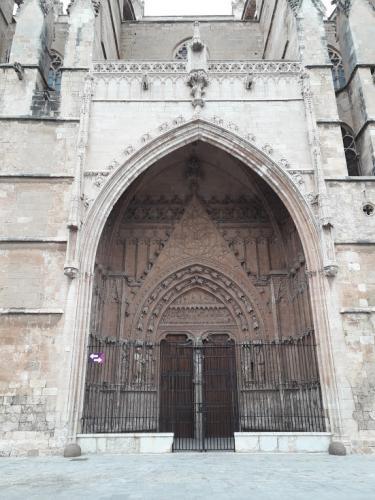 30.01.2020 Porta d'accés de la façana principal-  Palma -  J. Bibià