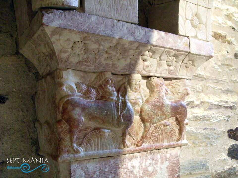 28.03.2021 Capitells en marbre rosat.  -  J. Bibià