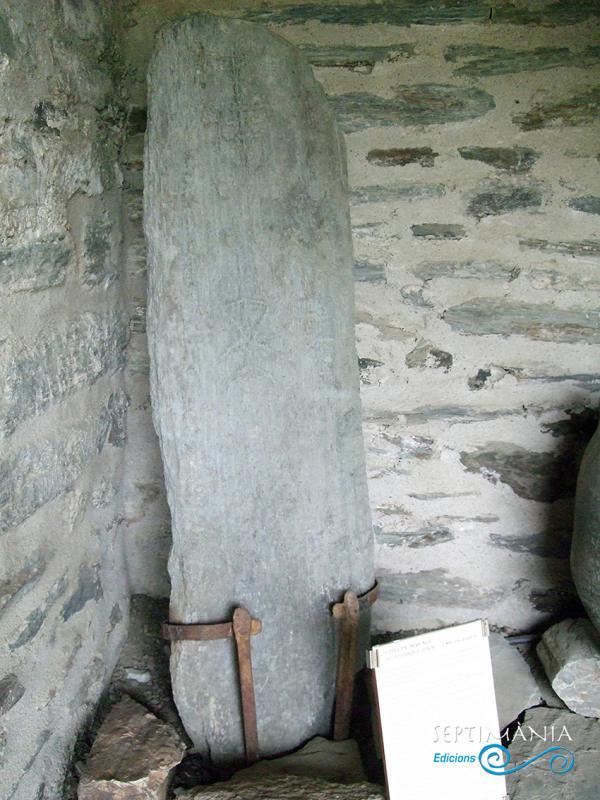 28.03.2021 estela funerària prehistòrica.  -  J. Bibià