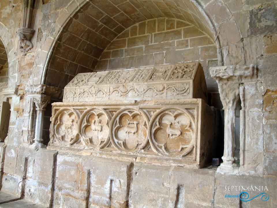 24.05.2021 Tomba dels Cervelló.  Al claustre de Santes Creus -  J. Bibià