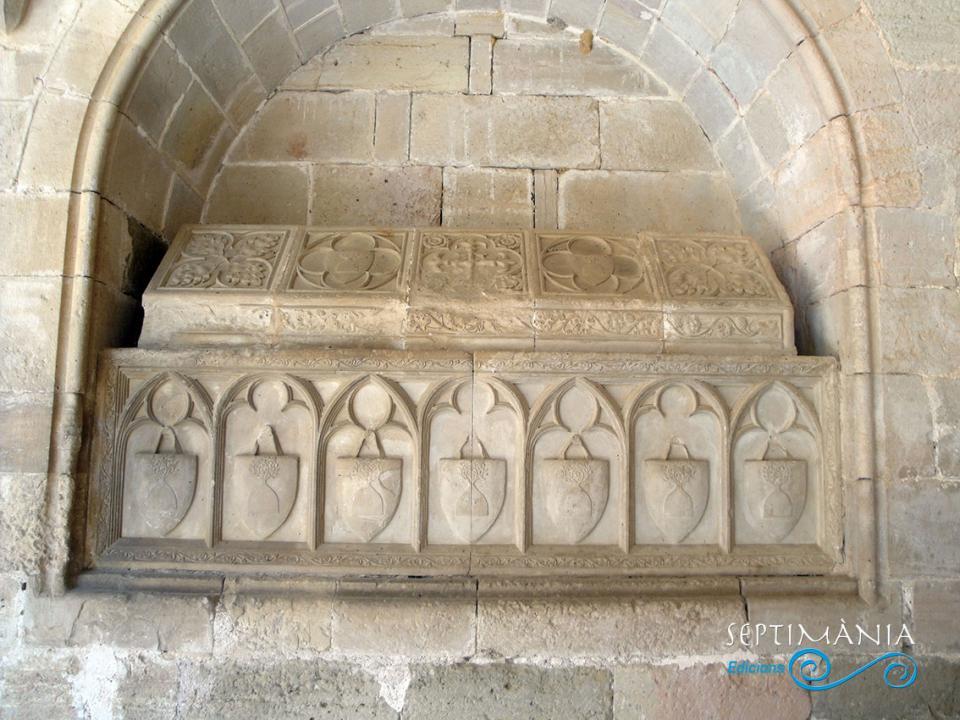 24.05.2021 Els Montoliu.  Al claustre de Santes Creus -  J. Bibià