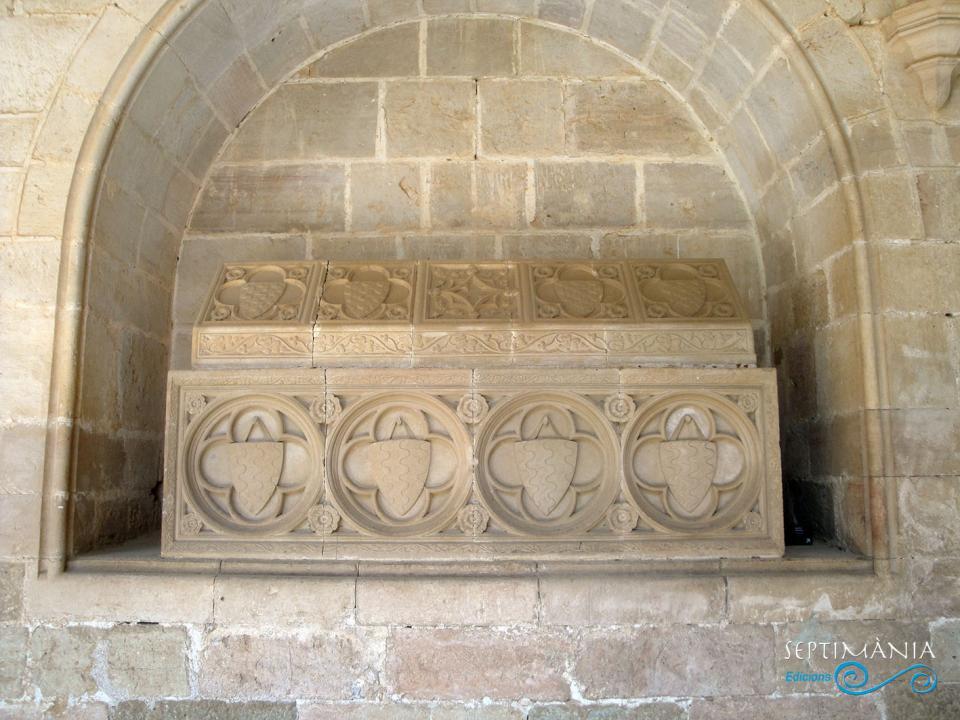 24.05.2021 Els Tarragona.  Al claustre de Santes Creus -  J. Bibià