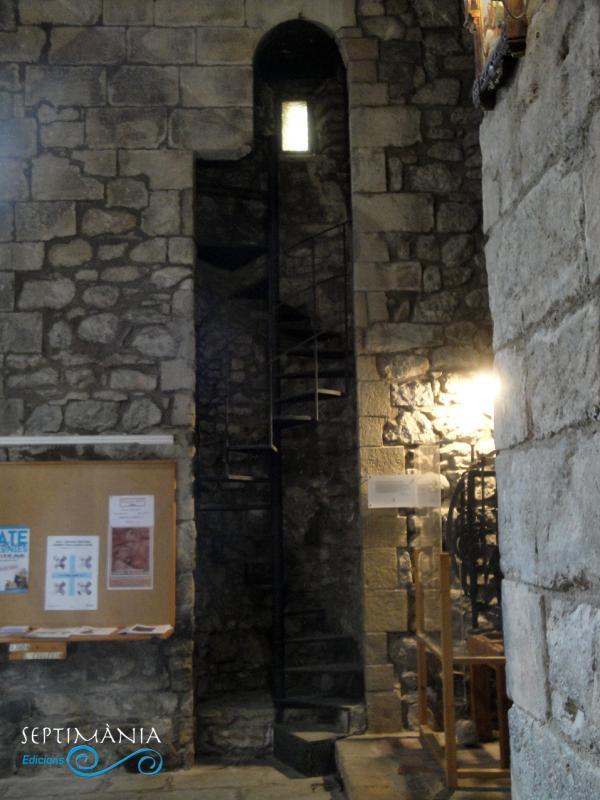 30.05.2021 Original manera d'integrar en el mur l'escala de cargol-  Esglesia de Sant Esteve. -  Autor