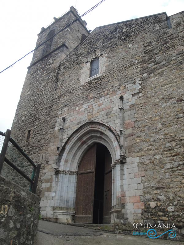 30.05.2021 Una de les portes d'ingrés.  Esglesia de Sant Esteve. -  Autor