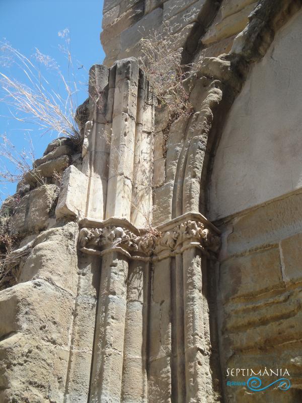 13.07.2021 Restes de les antigues capelles gòtiques.  -  J. Bibià