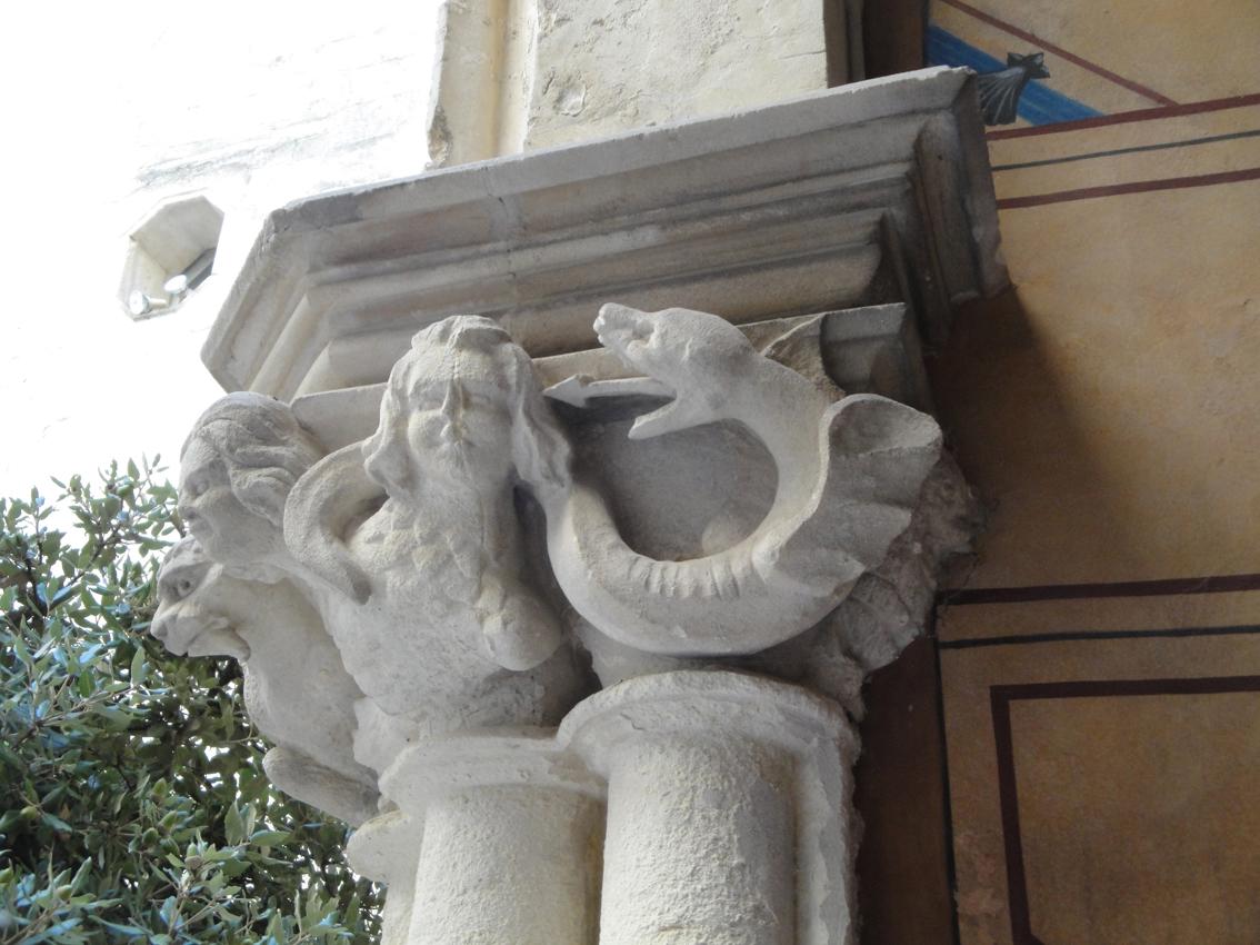 02.10.2009 Un dels capitells del pati interior del <em>Musée Languedocien          </em>  Montpeller -  Jordi Bibià