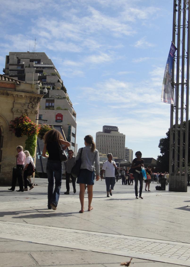 02.10.2009 Una ciutat viva i amb força moviment. Avda. Mistral            Montpeller -  Jordi Bibià