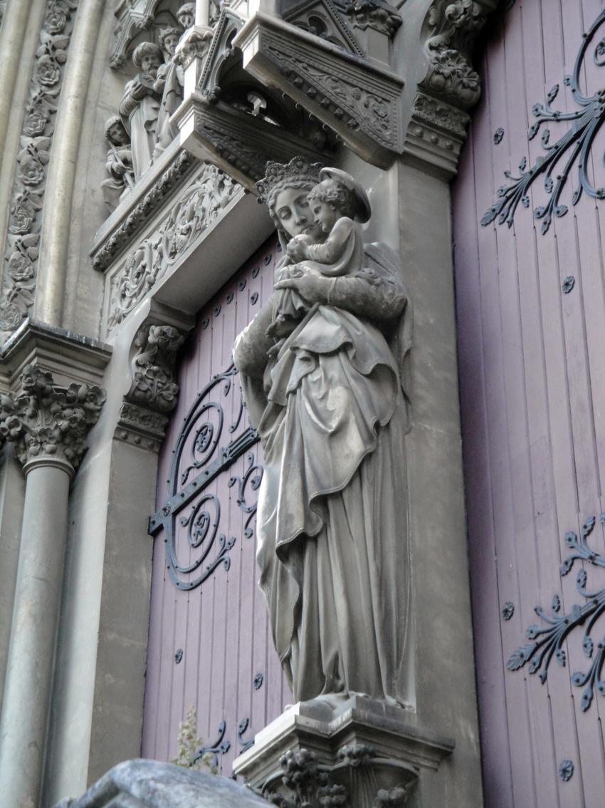 02.10.2009 Mare de Déu amb Nen, en un dels accessos laterals de l'església de Sant Pere            Montpeller -  Jordi Bibià