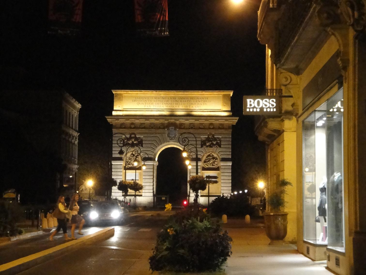 02.10.2009 Imatge nocturna de la rue Foch amb l'arc triomfal al fons            Montpeller -  Jordi Bibià