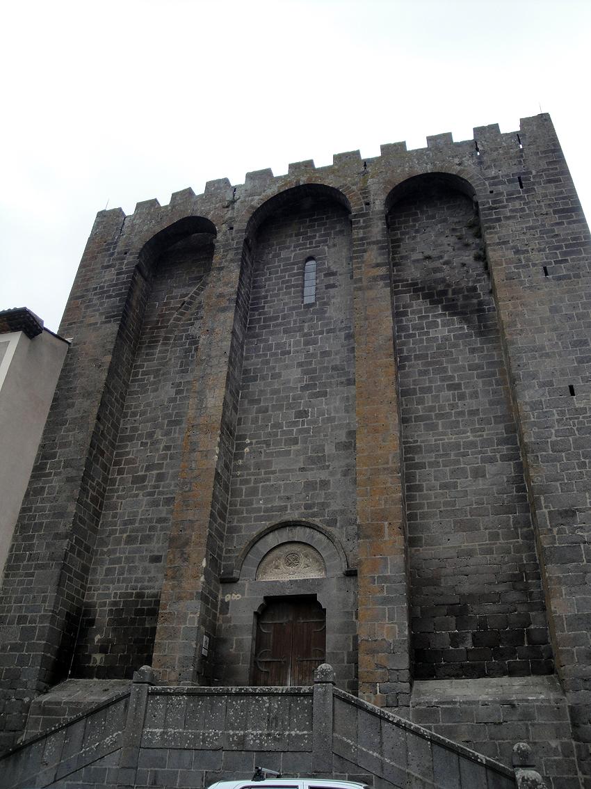 06.10.2009 Un aspecte més de Saint Etiénne des de la seva façana que dóna a l'Érol, que segurament tenia la funció de moll fluvial.              -  Jordi Bibià