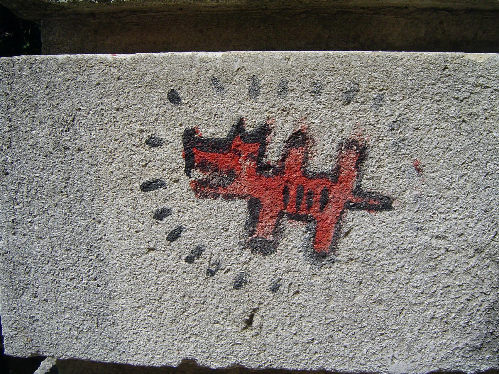 23.06.2009 L'hàbit de deixat la nostra impromta no ha mimvat, modernament la pintura ha substituït les incisions a la pedra. No deixa de ser una altra manera de dir coses, ni que en aquest cas, sigui merament