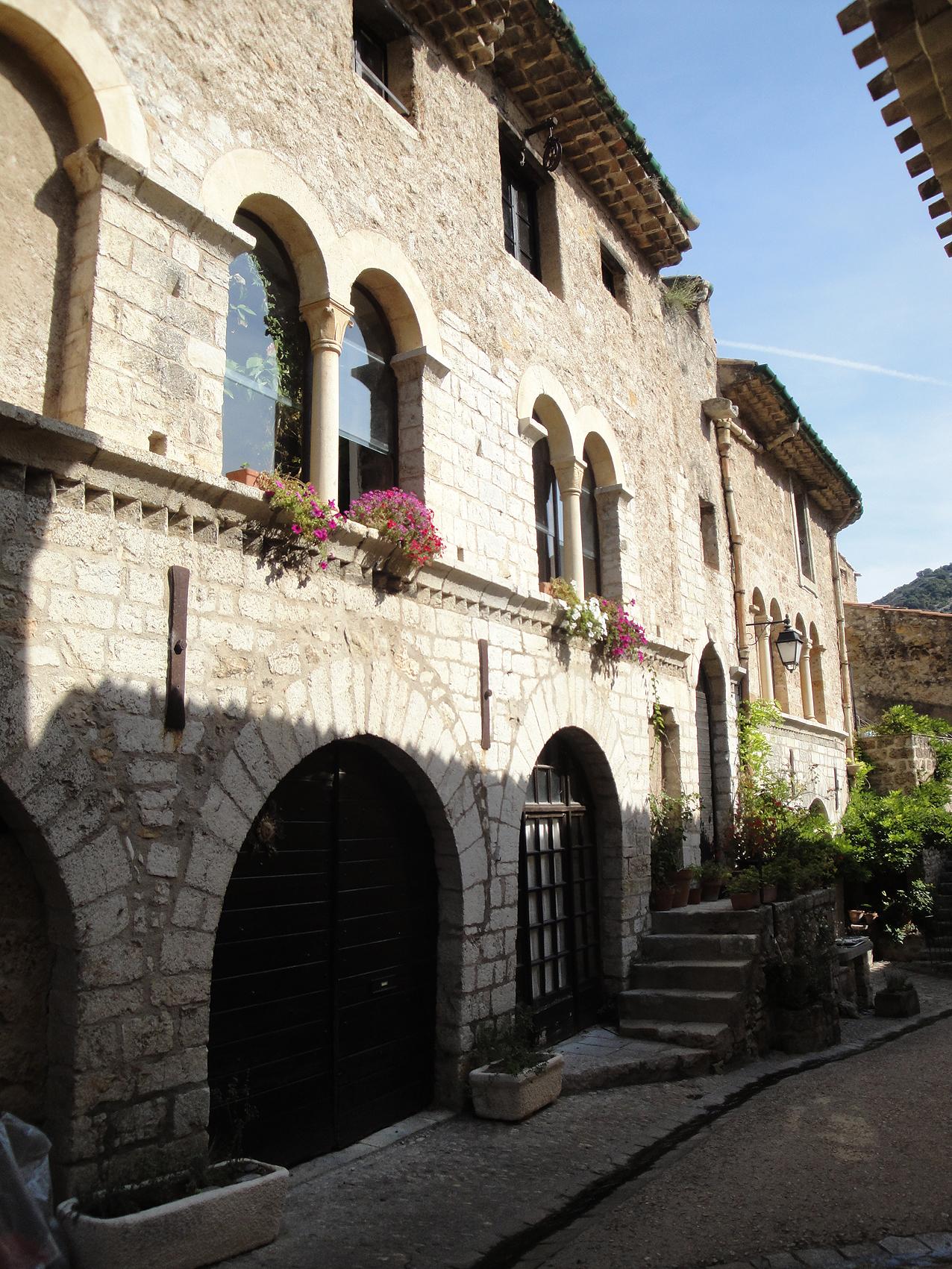 25.08.2010 El passeig pel poble és obligat  Cases del carrer principal  -  Jordi Bibià