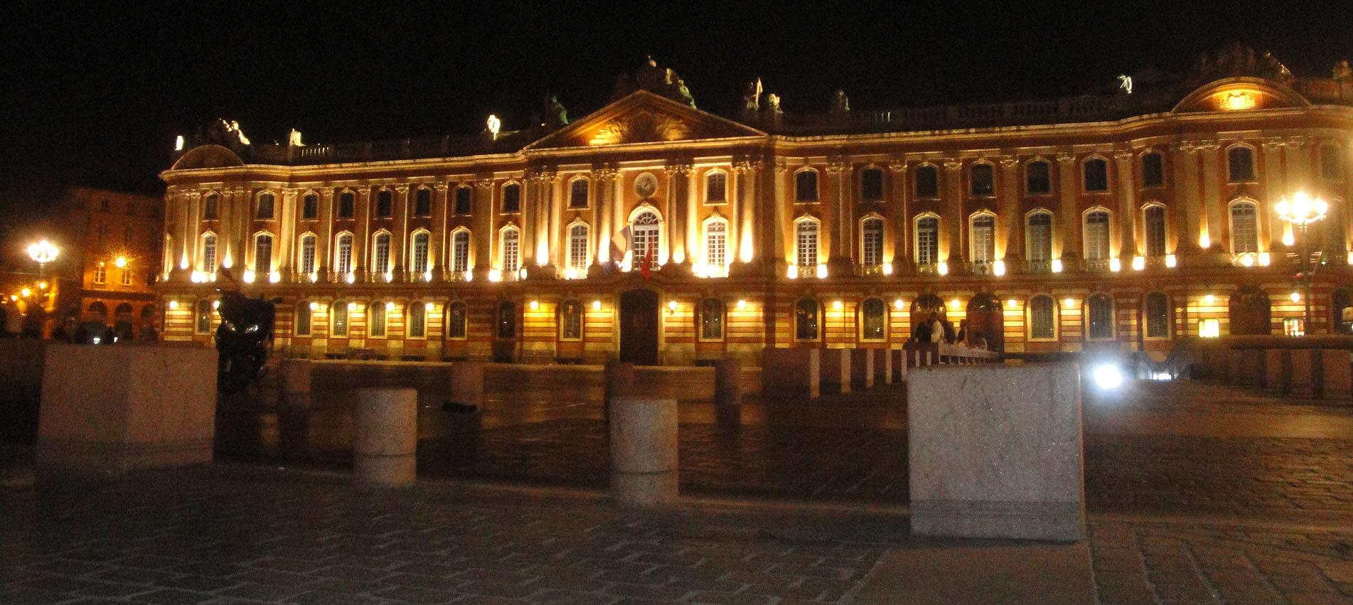 07.09.2011 El capitoli en una imatge nocturna.  Tolosa del Llenguadoc -  Jordi Bibià