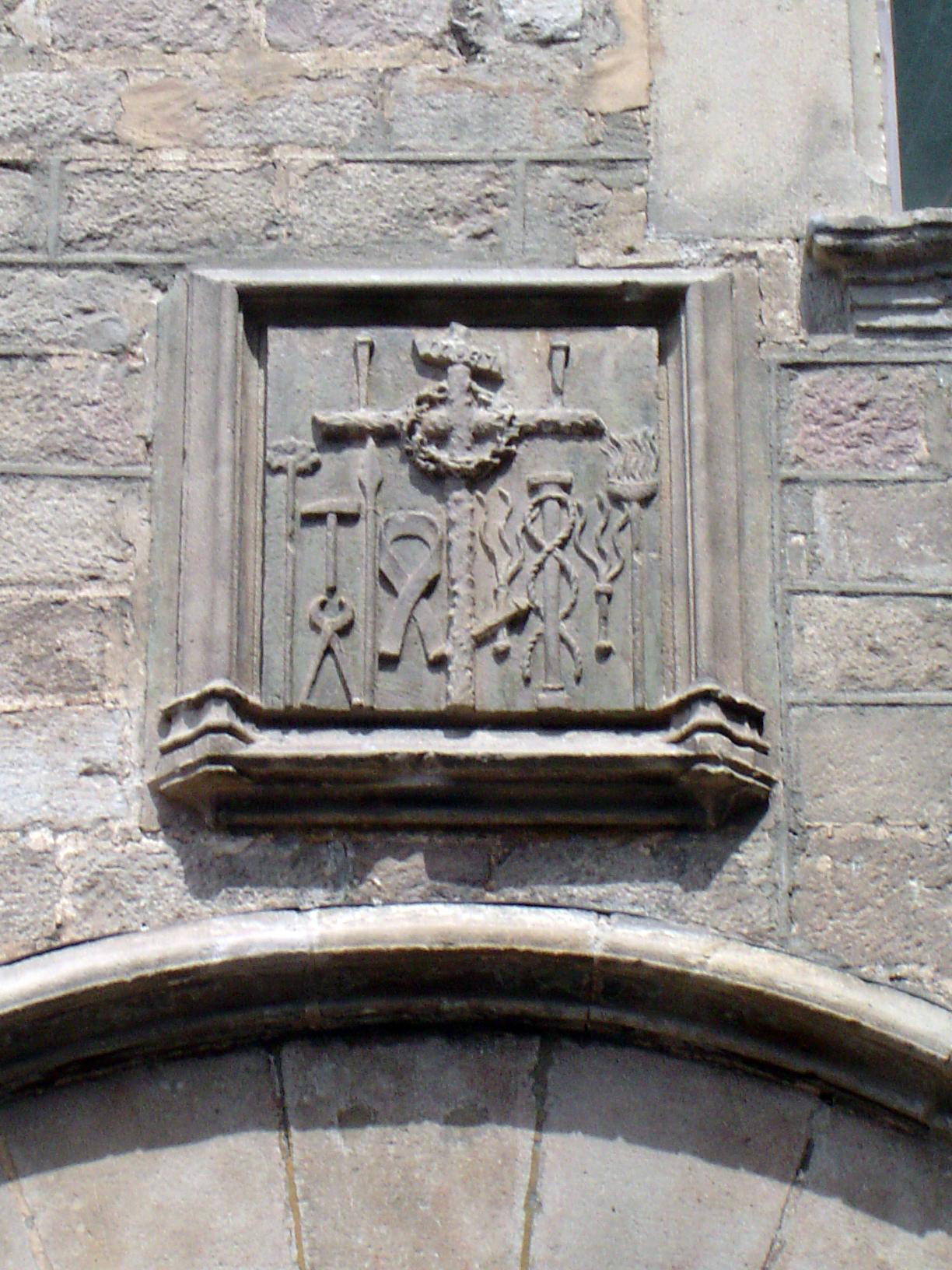 16.05.2008 Amable escut de la Santa Inquisició localitzat a la façana principal de la Pia Almoïna.   Barcelona -  Jordi Bibià