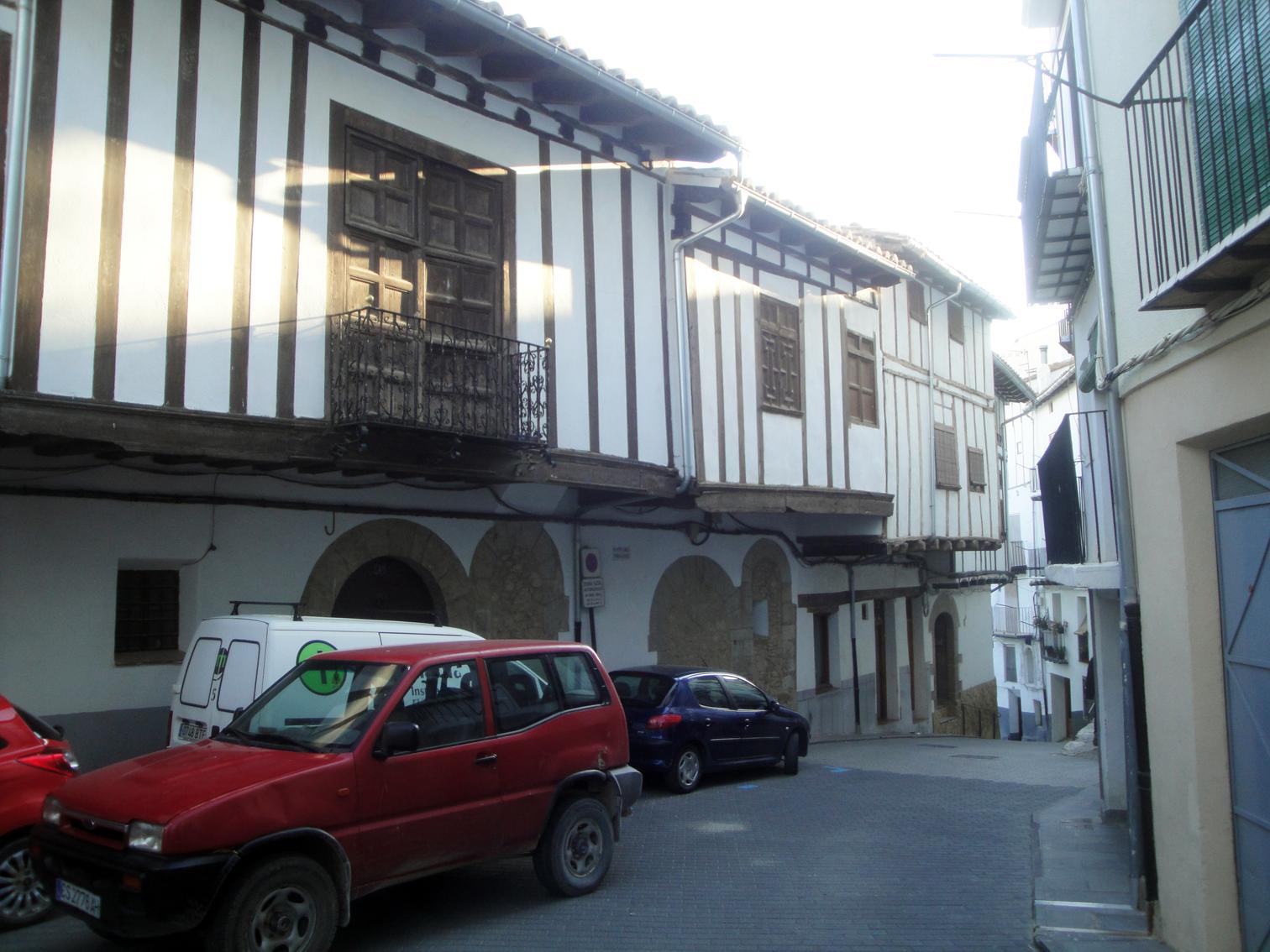 19.06.2012 Placeta dels Tarrascons. Veiem en les cases la marcada personalitat medieval  Morella -  Jordi Bibià