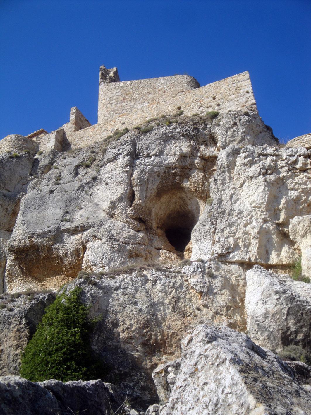 20.06.2012 Una imatge del castell en el trajecte del seu ascens  Morella -  Jordi Bibià