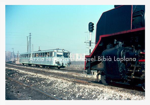 14.10.2013 Ferrobús i una Mikado.  En el trajecte de la Pobla a Lleida. -  Miquel Bibià Laplana