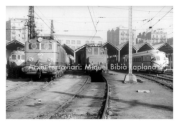 14.10.2013 Diverses èpoques de material elèctric.  Estació del Nord. Barcelona. -  Miquel Bibià Laplana