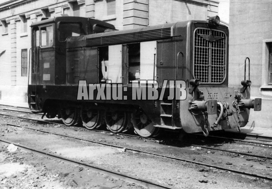 30.11.-0001 Un tractor de la Renfe. Sèrie 10500-10520  Barcelona -  Miquel Bibià