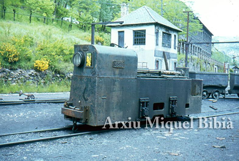 30.11.-0001 Tractor del tren miner  Villablino -  Miquel Bibià