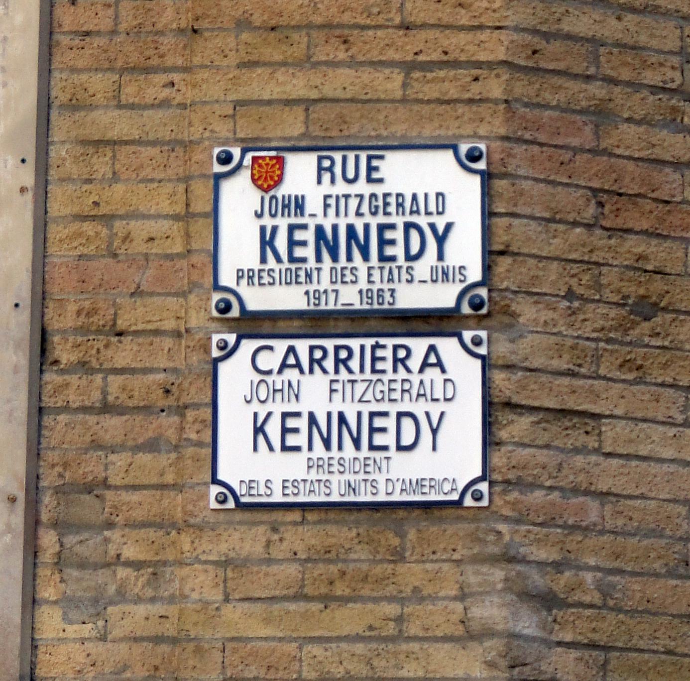 02.09.2011 La presència de l'occità es combina amb el francès. Menys dóna una pedra...  Tolosa del Llenguadoc. -  Jordi Bibià