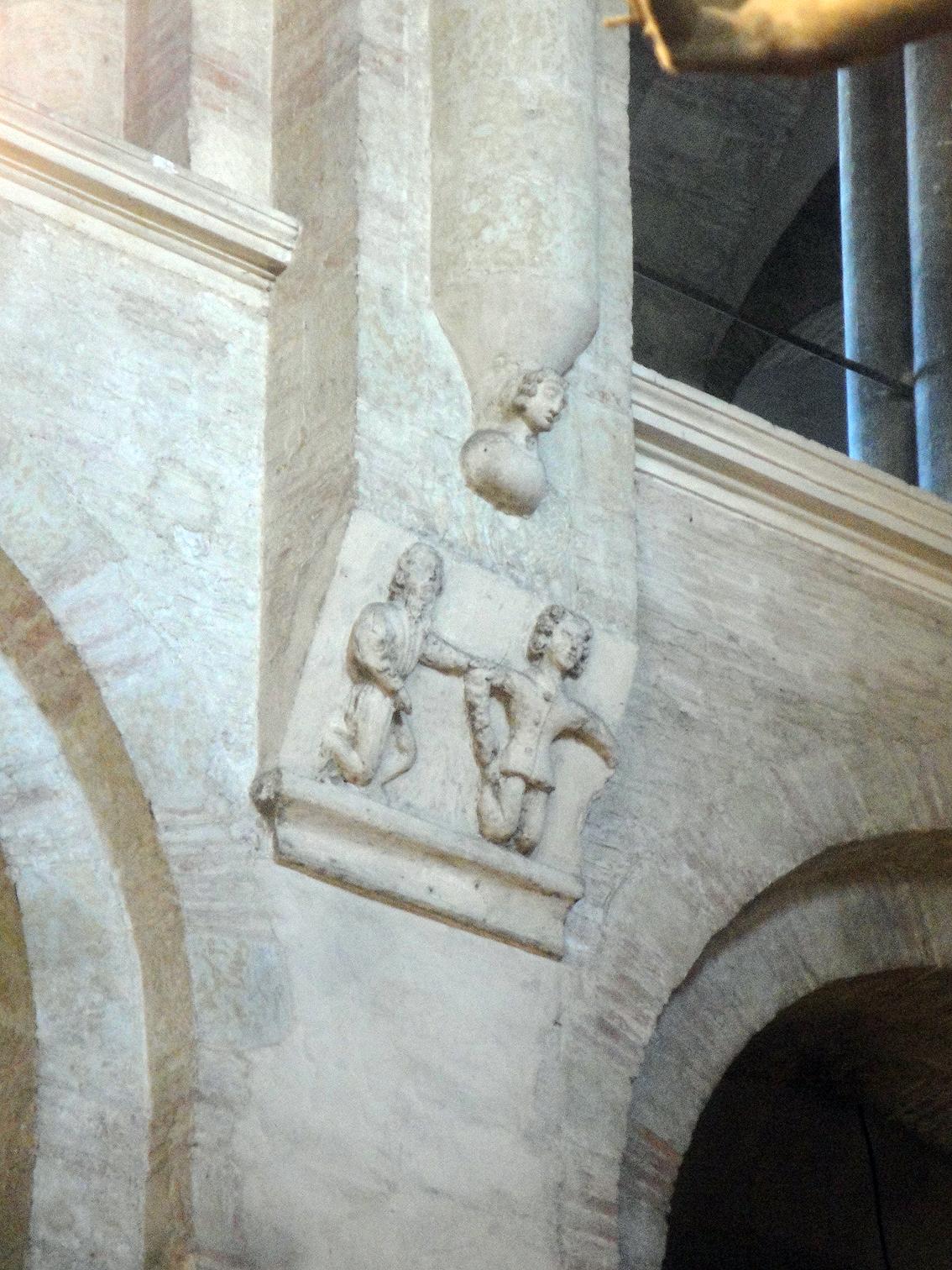 02.07.2013 Interior de Sant Serni. Escenes del martirilogi del sant.  Tolosa del Llenguadoc. -  Jordi Bibià