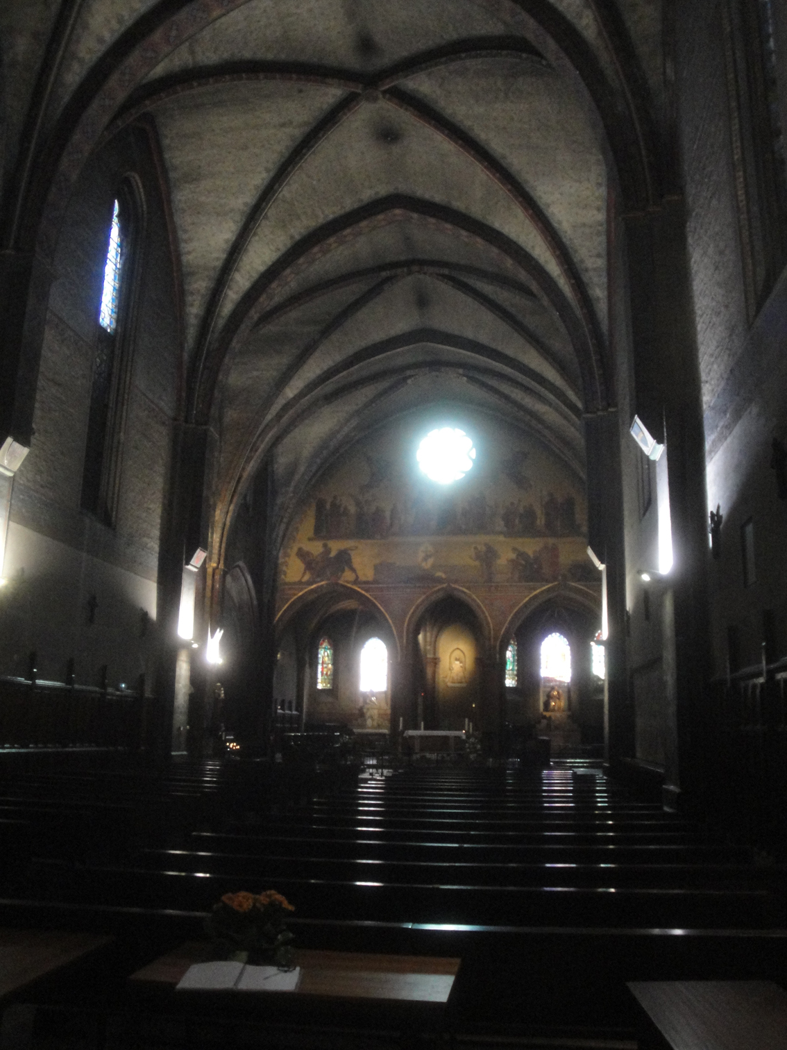 02.08.2013 Interior de Nostra Senyora del Taur. Ss. XIII-XIV.  Tolosa del Llenguadoc. -  Jordi Bibià