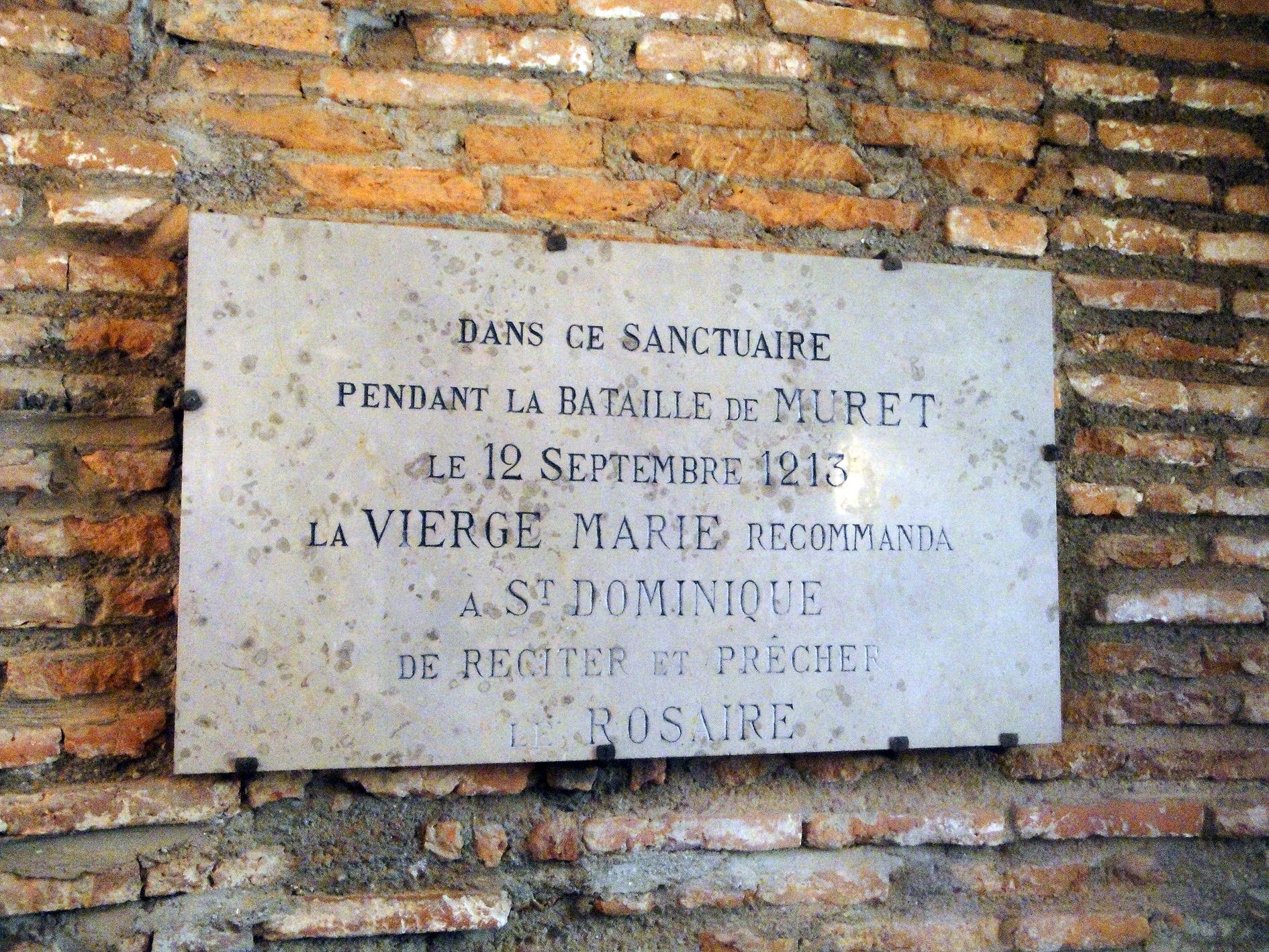 02.07.2013 Una placa on es commemora la recomanació de la Verge Maria de resar el rosari a Domènec de Guzmán. Li serví de molt!  Muret -  Jordi Bibià
