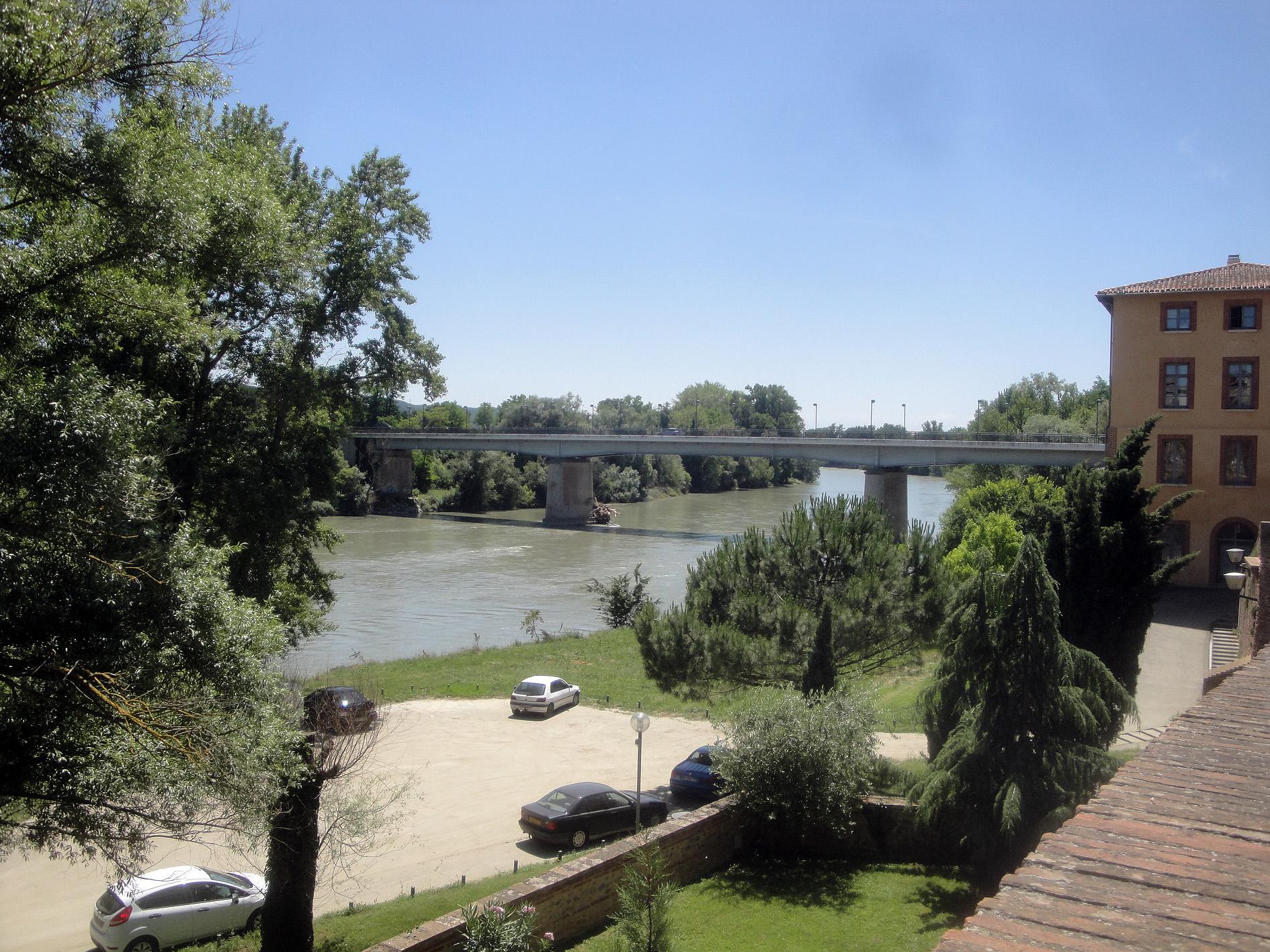 07.07.2013 El riu Garona al seu pas de Muret. En ell, molts dels defensors occitano-catalans, trobaren absurdament la mort.  Muret. -  Jordi Bibià