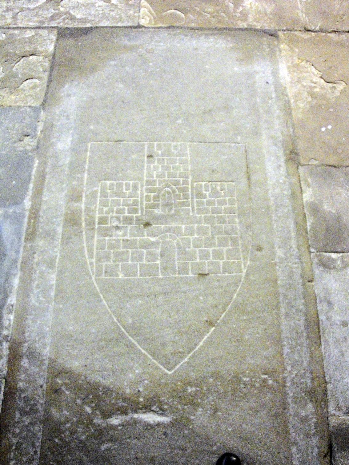 07.07.2013 Llosa sepulcral, amb la representació del castell desaparegut, a Sant Antoni.  Pàmies. -  Jordi Bibià