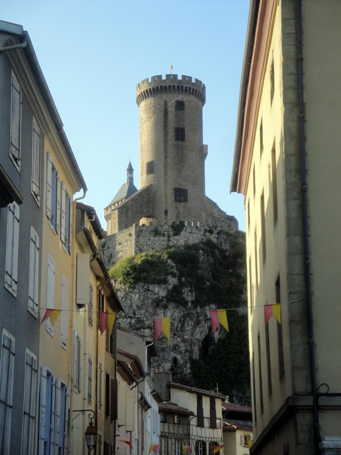07.07.2013 Vista d'una de les torres. Aquesta és la més antiga.  Foix -  Jordi Bibià