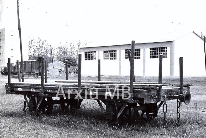 30.11.-0001 El tren d'Olot. Vagó Cravens. 1893-1912.  -  Miquel Bibià