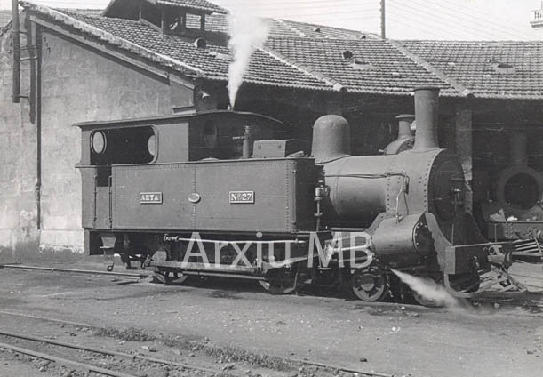 30.11.-0001 Locomotora del tren de Mallorca.  Dipòsit. -  Miquel Bibià