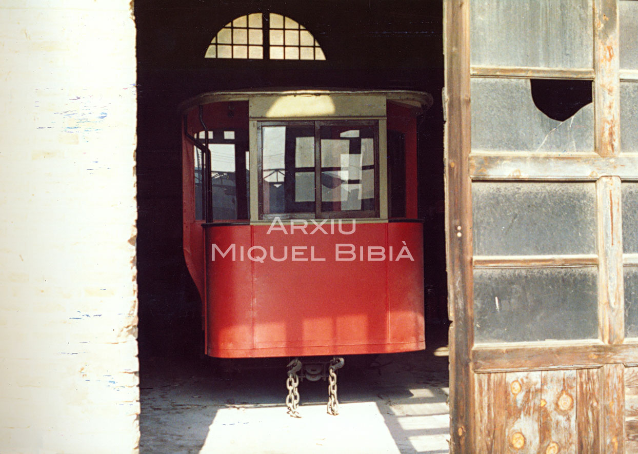 11.10.2014 Un supervivent. Antic dipòsit de Sant Martí de Provençals.  Barcelona. -  Miquel Bibià Laplana