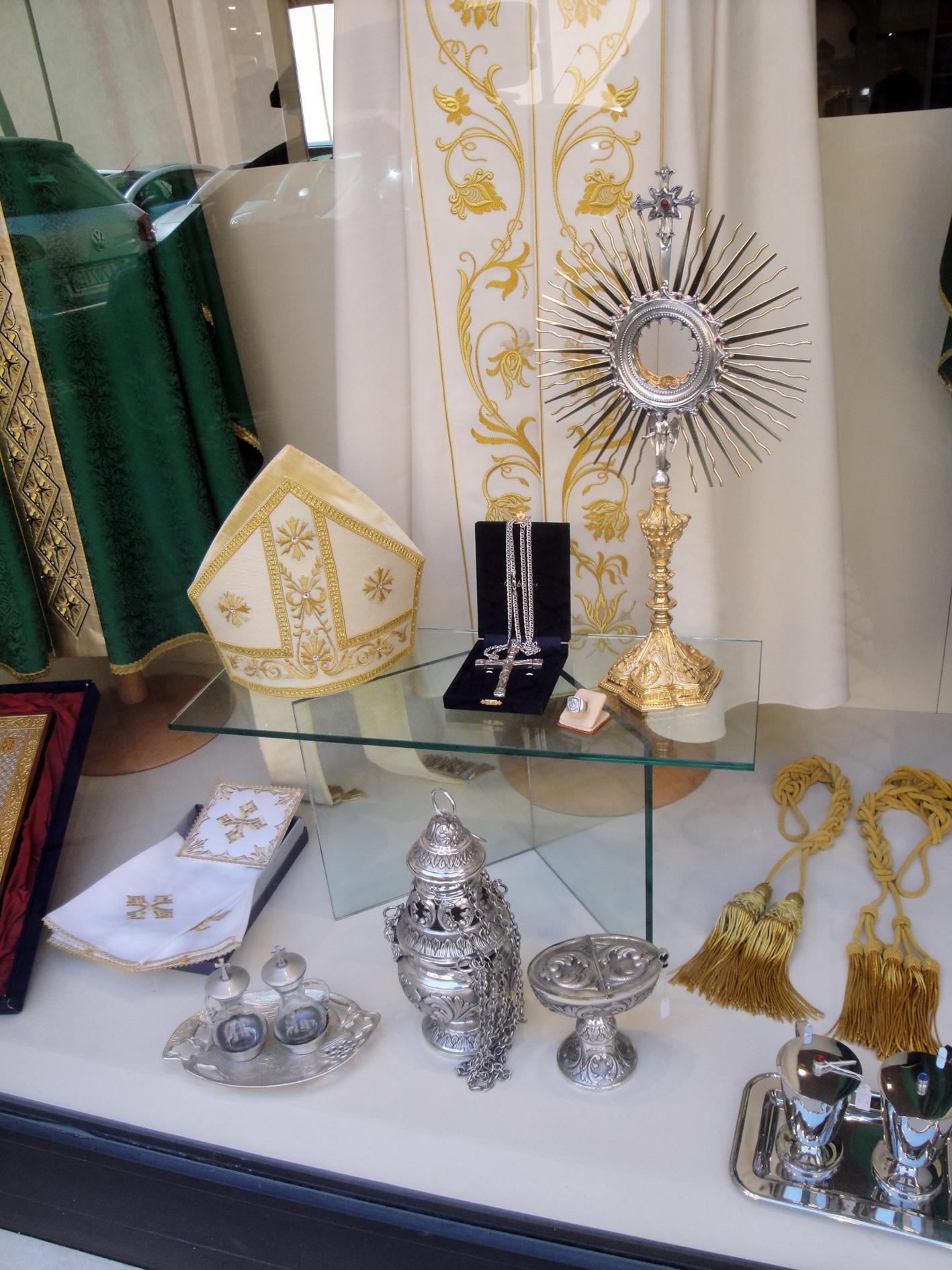 24.07.2017 Aparador amb l'última tendència de moda vaticana  Roma -  Jordi Bibià