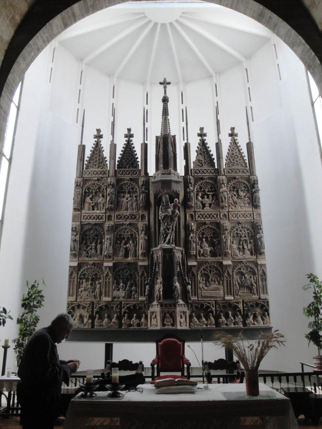 27.11.2017 Retaule de pedra.  Interior de l'església. -  Jordi Bibià
