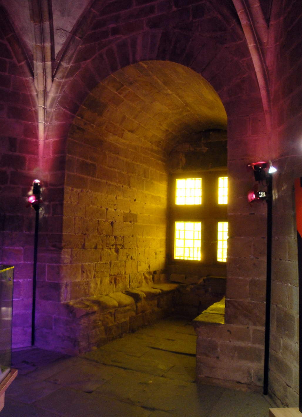 29.07.2018 Un dels espaiosos festejadors d'una de les torres.  Castell de Foix. -  Jordi Bibià
