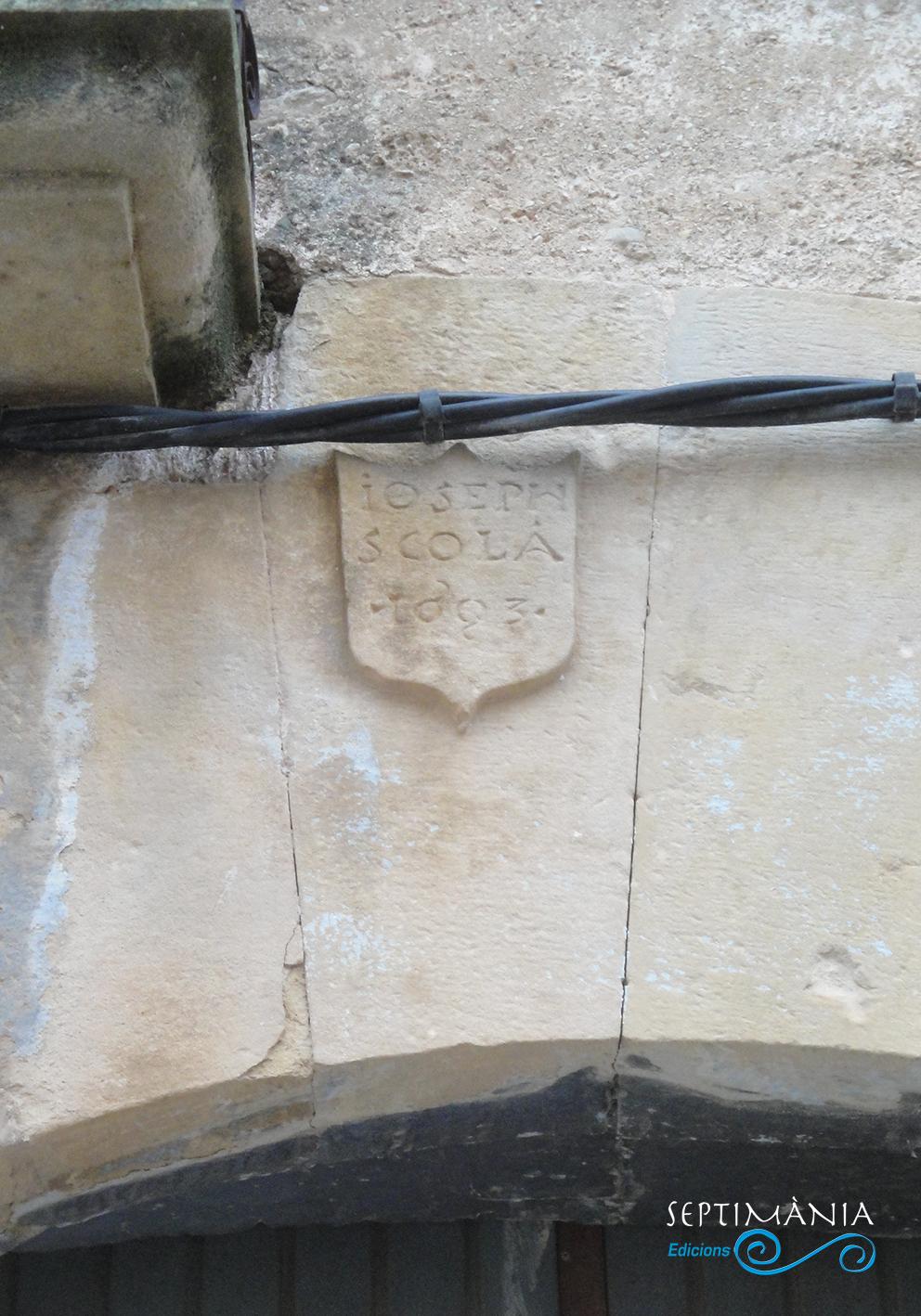 22.04.2019 Dovella decorada amb la identificació del propietari de la casa.  La Granadella. -  Jordi Bibià