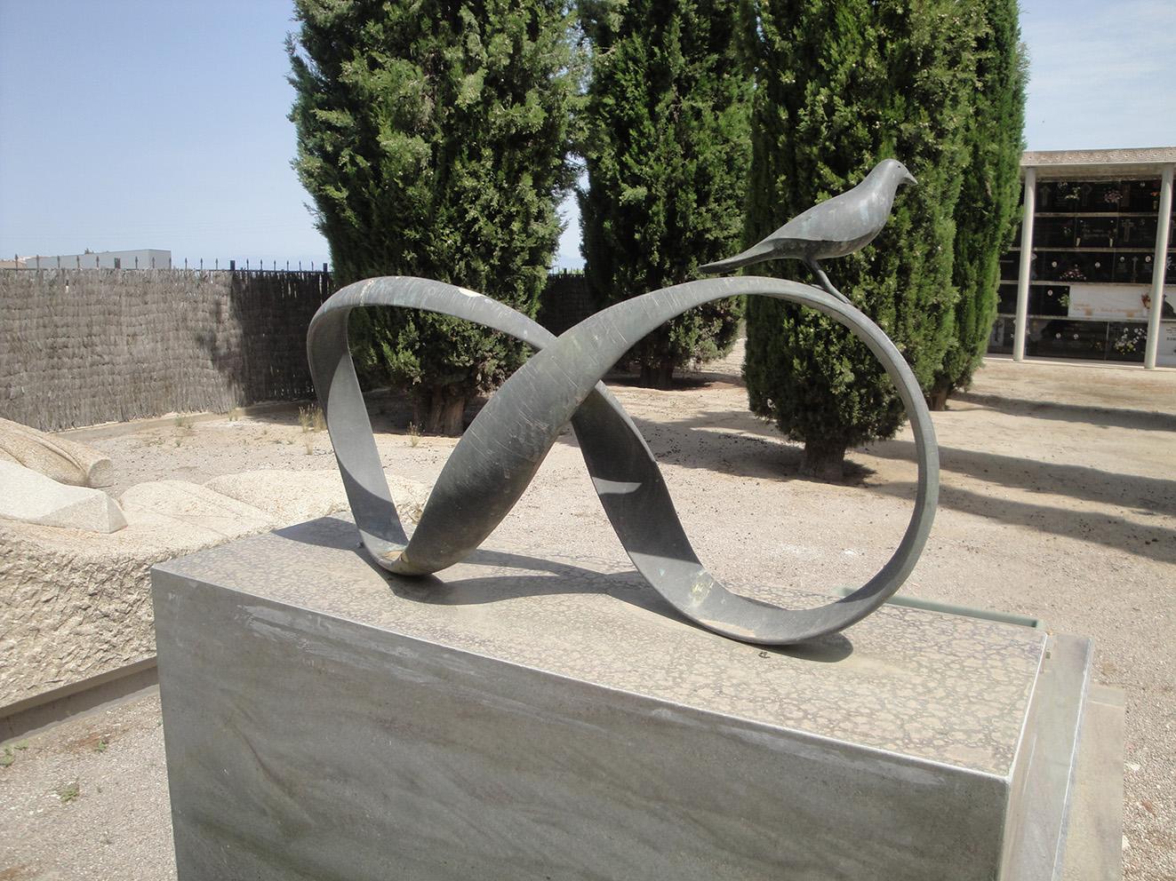 24.02.2020 Símbol de l'infinit i retorn.  cementiri municipal de Tàrrega. -  Jordi Bibià