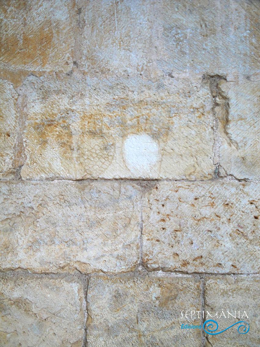 01.05.2021 Grafit representant el llinatge dels Pinós.  Al claustre de Santes Creus- -  J. Bibià