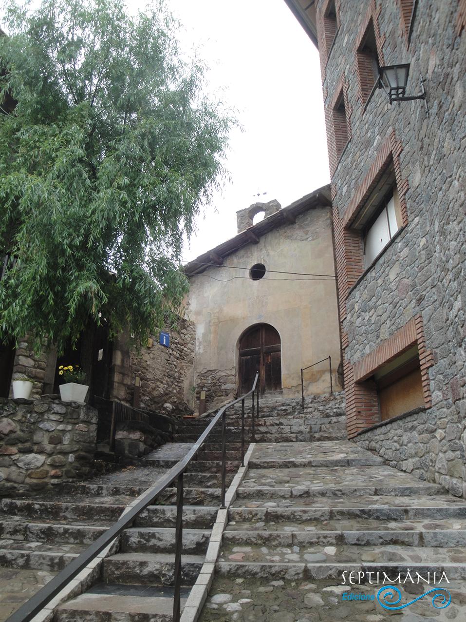 30.05.2021 La capella posterior a la construcció del castell dels Pinós. S. XVIII.  Centre medieval i dels càtars. -  J. Bibià