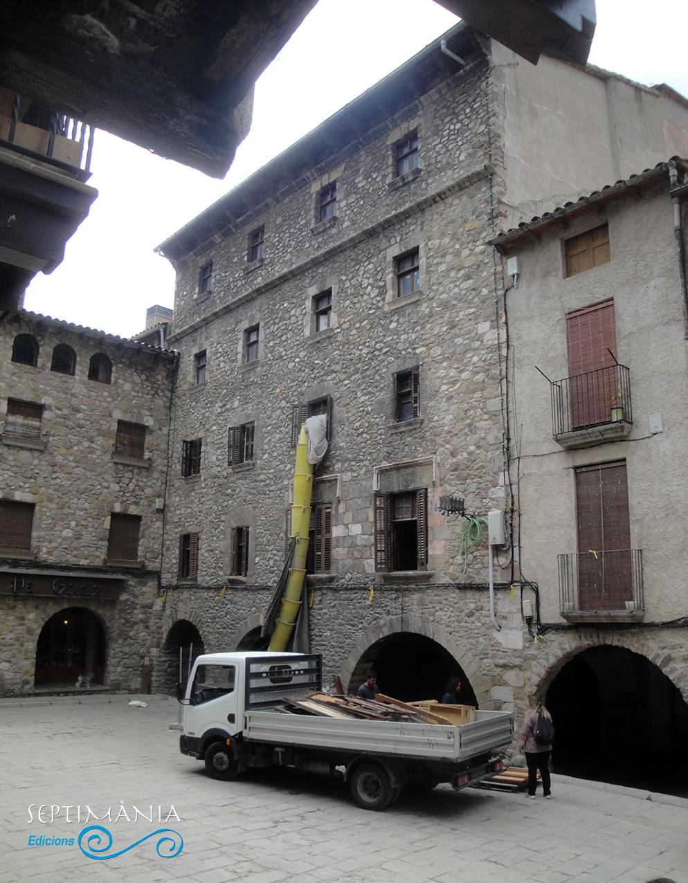 30.05.2021 La casa dels Foix.  Pl. de Galceran de Pinós -  J. Bibià