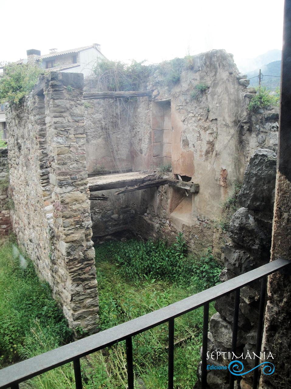 30.05.2021 Part posterior del castell. Datable al s. XIII. No es considerà la seva rehabilitació.  Centre medieval i dels càtars. -  Autor
