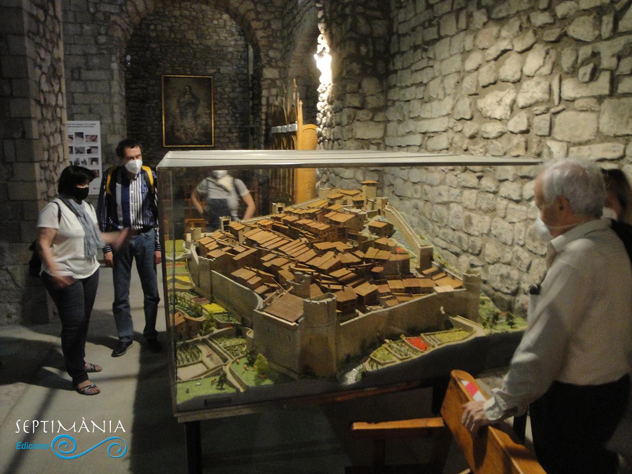 30.05.2021 Maqueta on es recrea l'aspecte de la vila medieval de Bagà.  Església de Sant Esteve. -  Autor